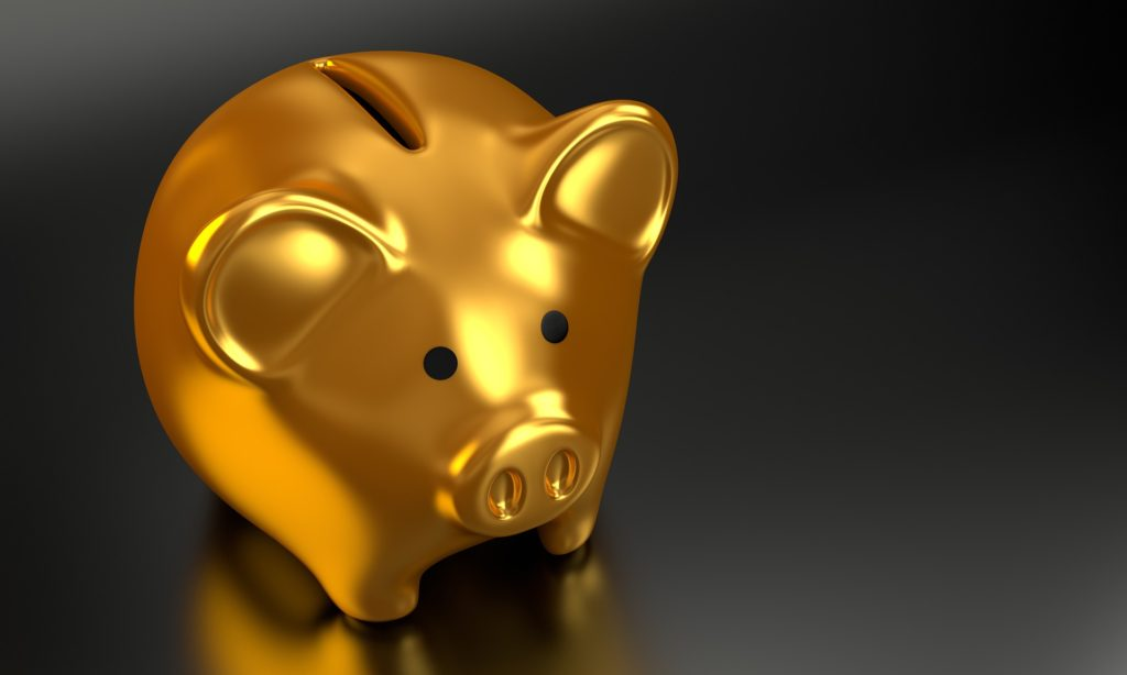 What Should You Look For In A Retirement Plan? Gold piggy bank from pixaby.com